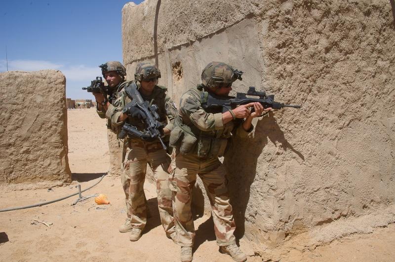 Belles photos de l'Opération BARKHANE - source: service communication 1er RCP Le_6_m13