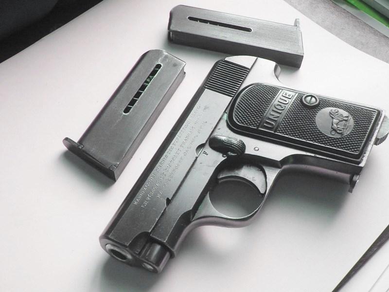 pistolet Unique modèle inconnu 15-110