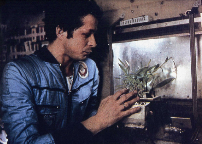 [ISS] Les astronautes vont manger leur 1ère salade cultivée dans l'espace Vrv10