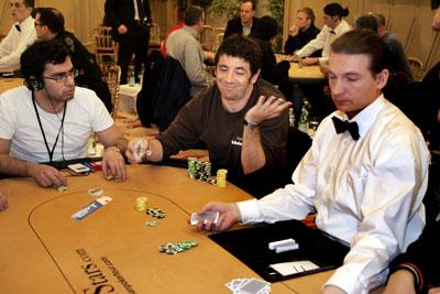 des nouvelles de Patrick et son poker ??? Patric12