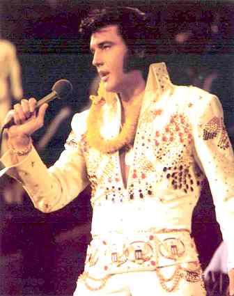 C'est son anniversaire aujourd'hui - Page 6 Elvis_10