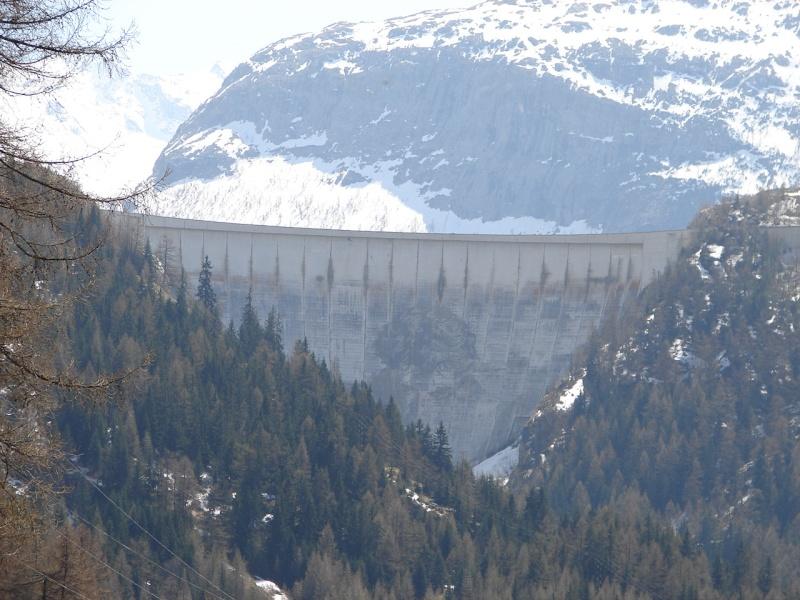 [Tignes] Le barrage de Tignes et les aménagements liés - Page 2 Dsc09810