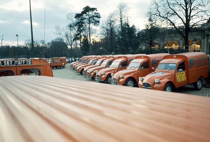 Photos et cartes postale 2cv camionnette  - Page 5 2cv_ak12
