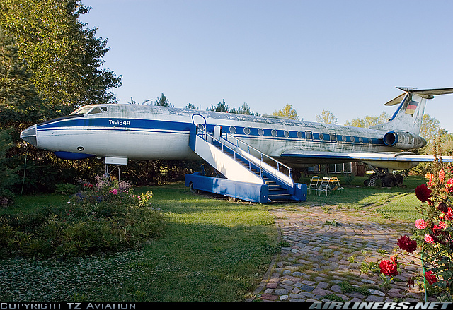 Tupolev TU-134A, Grunz, Allemagne Tu_13411