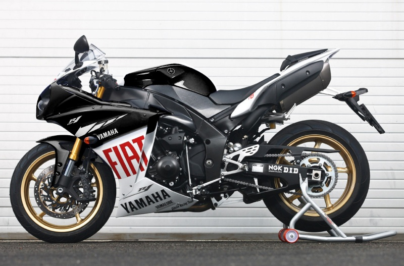 Yamaha 1000 R1 ... - Page 2 Black510