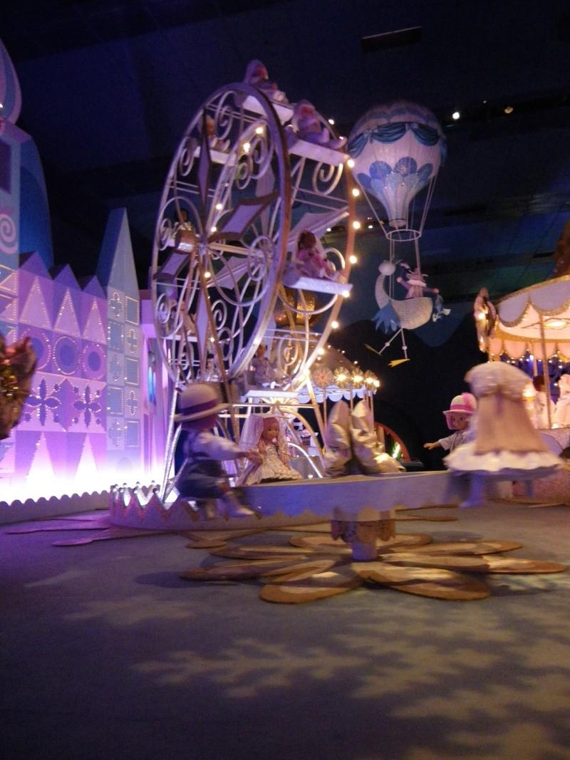 It's small world re- décoré  pour Noël - Page 4 Imgp0048