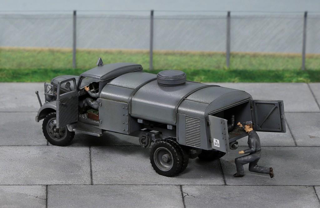"Opel ""Blitz"" citerne [1:72 - Academy] Img_4422"