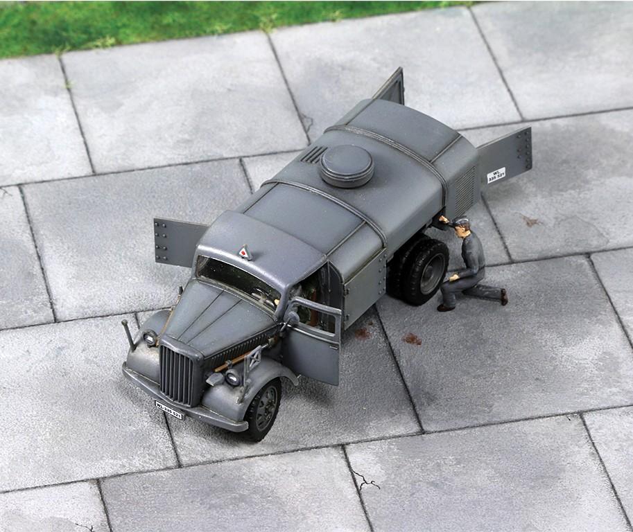 "Opel ""Blitz"" citerne [1:72 - Academy] Img_4425"
