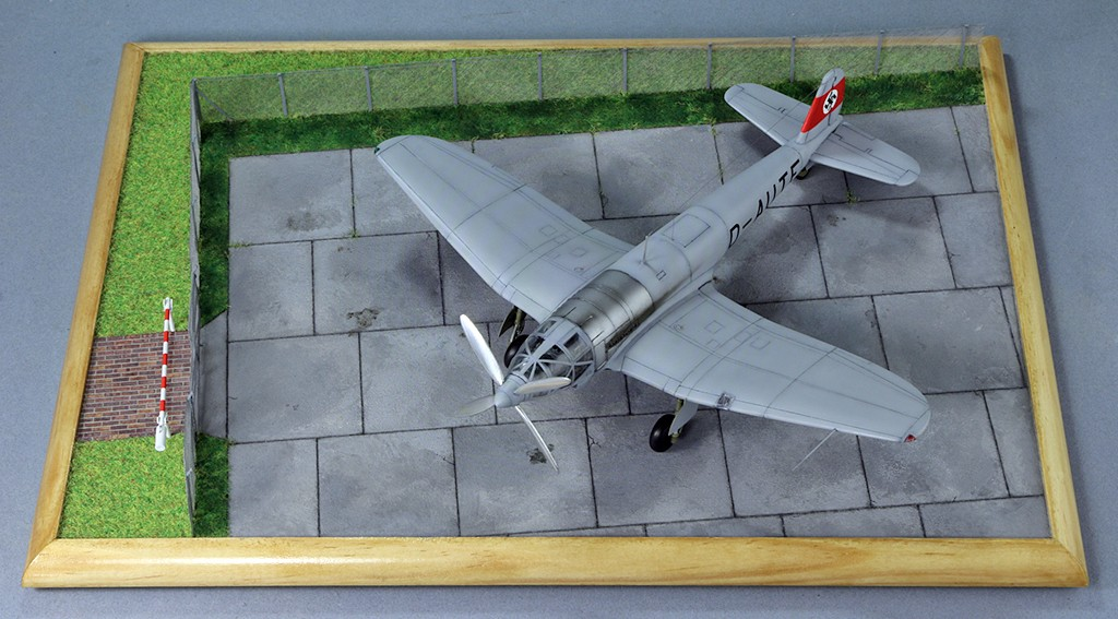 Heinkel He 119 V4 (Planet Models 1:72) Img_4531