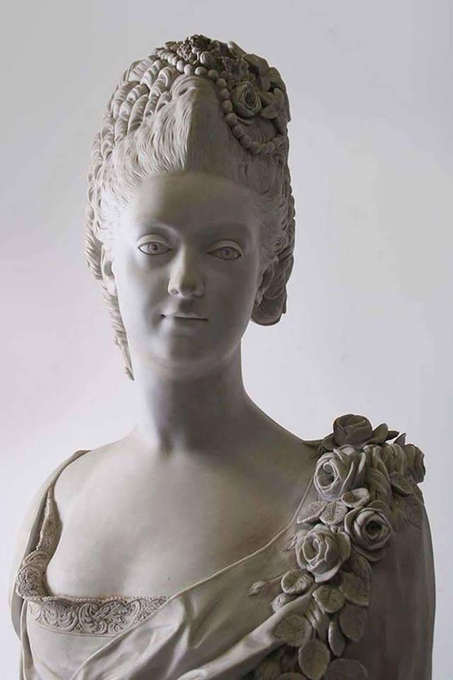 Buste de Mme Adélaïde, de Mme Clotilde, ou d'une inconnue (mais non pas de Marie-Antoinette) par Vavasseur ?  Ma_scu12