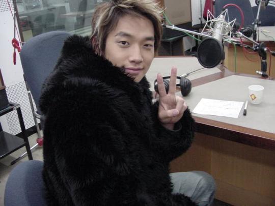 Korean Singer Rain Criticized for Wearing Fur Rain-w10