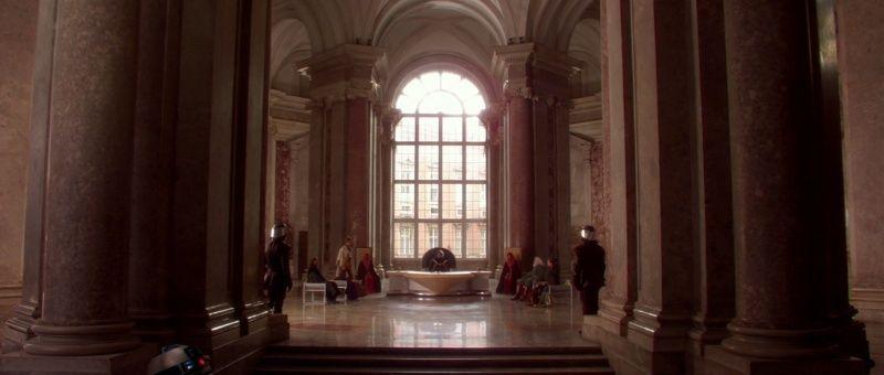 De La menace fantôme (The Phantom Menace) à l'Attaque des clones (Attack of the Clones). A Caserta, dans le palais d'Amidala (planète Naboo) Sw1-na10