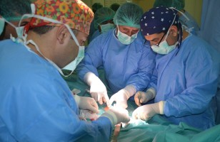 Des bébés siamois (Ayesha et Sidiqa) séparés avec succès à Kaboul Siamoi10