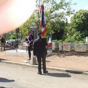 Le porte-drapeau national dans la vallée de l'Aude   14d37910