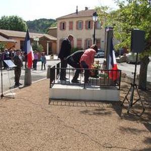 Le porte-drapeau national dans la vallée de l'Aude   14d37911
