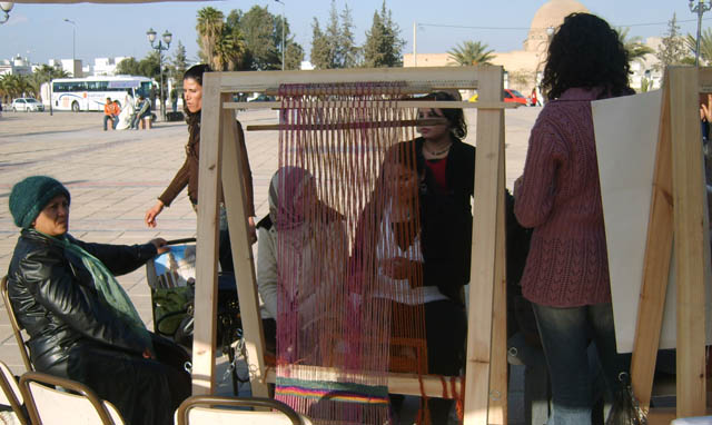 تحضيرات تظاهرة ساحات تنسج.. في القيروان 2008 (isamk) Tiss8010