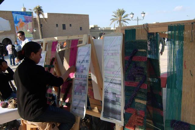 تحضيرات تظاهرة ساحات تنسج.. في القيروان 2008 (isamk) Tiss8013