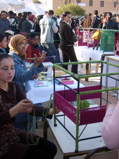 تحضيرات تظاهرة ساحات تنسج.. في القيروان 2008 (isamk) Tiss8014