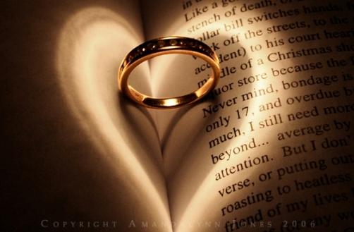 تأثير الضوء على الكتب ... صور رومانسية ... روعة Wh_38611
