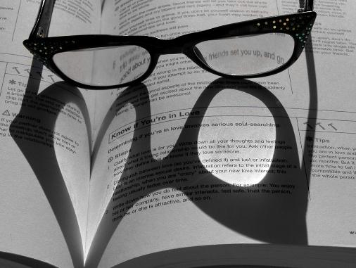 تأثير الضوء على الكتب ... صور رومانسية ... روعة Wh_44510