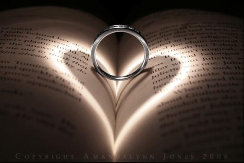 تأثير الضوء على الكتب ... صور رومانسية ... روعة Wh_66110