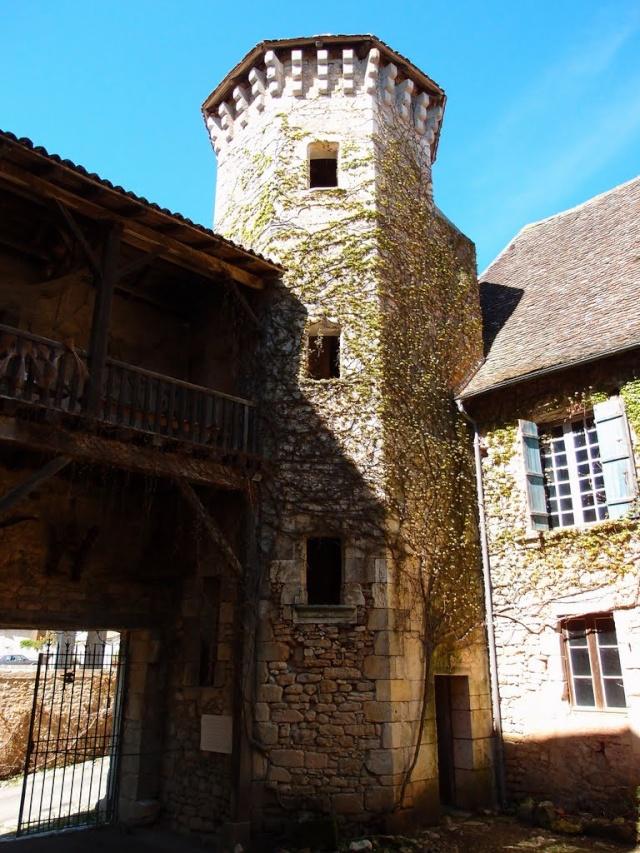 Déménagement de châteaux ou églises d'un continent à l'autre : mythe ou réalité ? 50567510