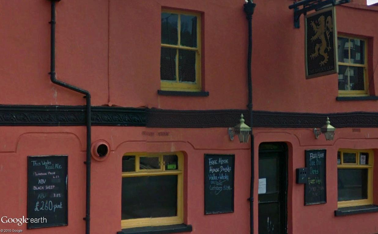 STREET VIEW : les pubs, une invitation à entrer... Golden11