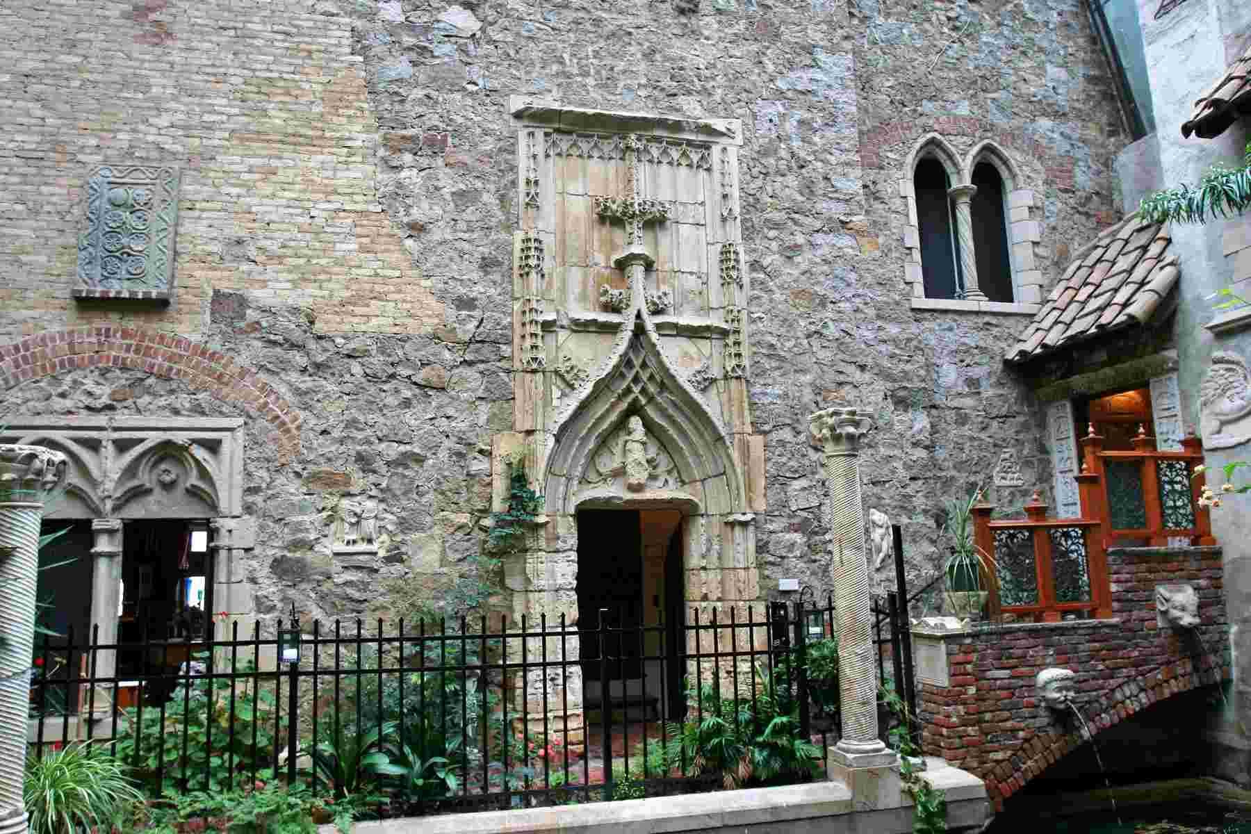 Déménagement de châteaux ou églises d'un continent à l'autre : mythe ou réalité ? Knight10