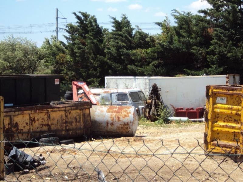 Les voitures abandonnées/oubliées (trouvailles personnelles) - Page 4 Dsc09330