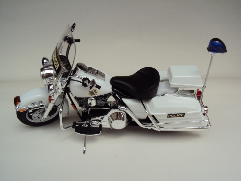 Harley Davidson Electra Glide police 1/12 Dsc09411