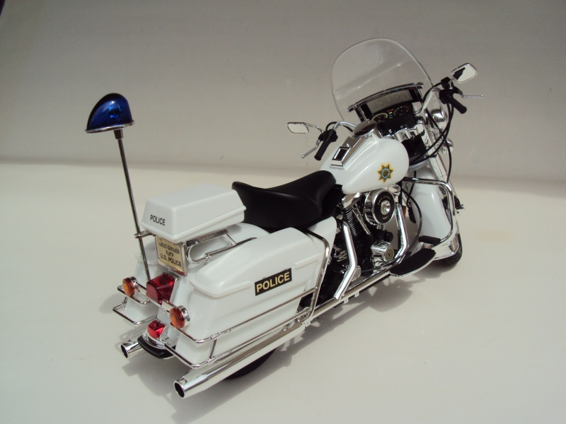 Harley Davidson Electra Glide police 1/12 Dsc09412