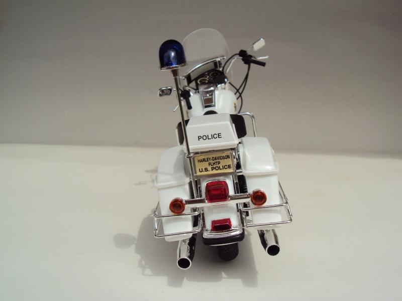 Harley Davidson Electra Glide police 1/12 Dsc09413