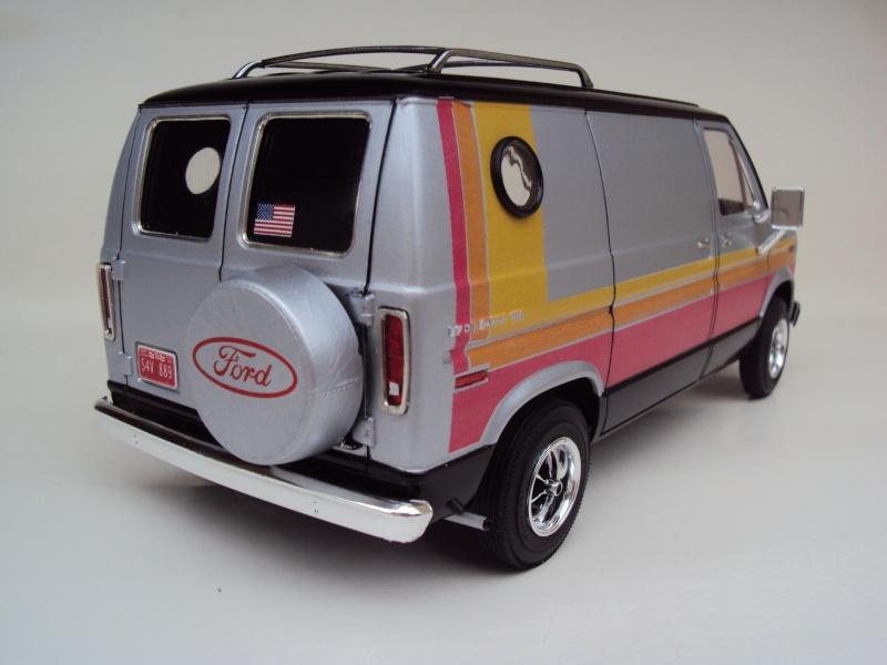 Ford Econoline Cruising Van Dsc09640