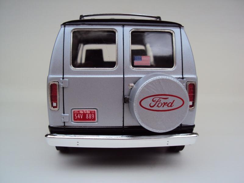 Ford Econoline Cruising Van Dsc09641