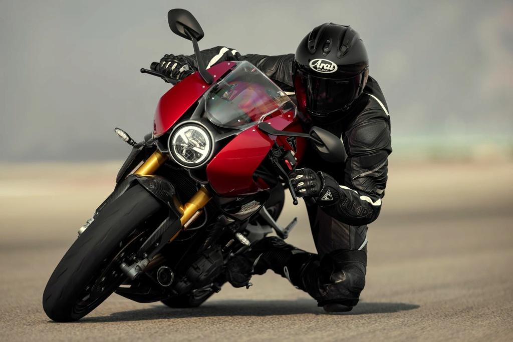 Triumph Speed Triple 1200 RR  2022-t11
