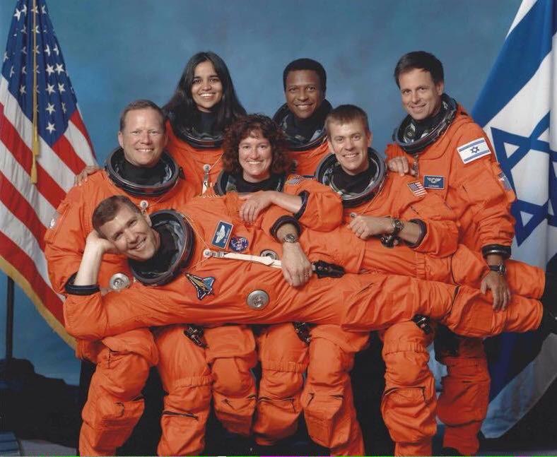 STS-107  - Nouvelle photo d'équipage  Cmxadb10