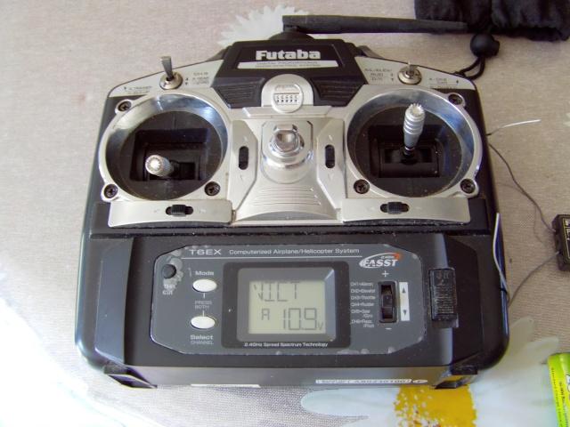 Montage d'un buzzer sur radio Futaba T 7 Montag10