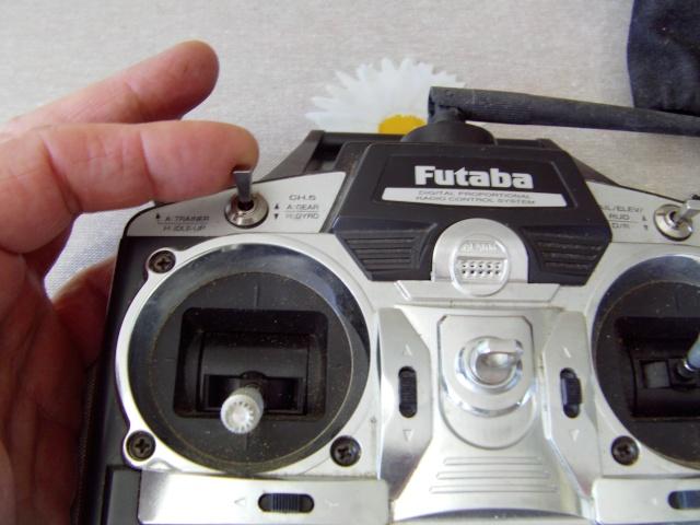 Montage d'un buzzer sur radio Futaba T 7 Montag12