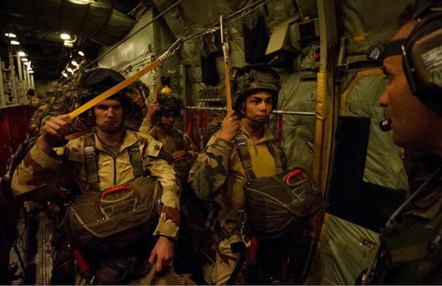 La Force Barkhane a mené une opération aéroportée dans le nord du Niger 11800510