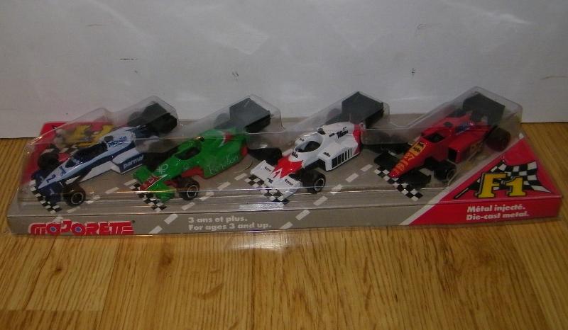 Coffret F1 4 voitures 232, 238, 289,282 100_3311