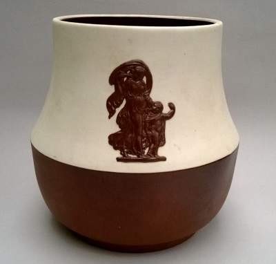 So pleased to have found a Te Rona Jasper Ware jar yesterday at an Antique Fair Te_ron10