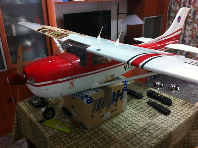 Cessna 182 tamaño 120 Phoenix Models reparación del ala derecha y tren de aterrizaje  1111