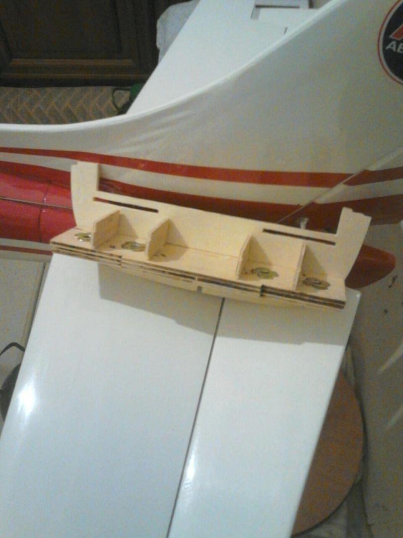 Cessna 182 tamaño 120 Phoenix Models reparación del ala derecha y tren de aterrizaje  4710