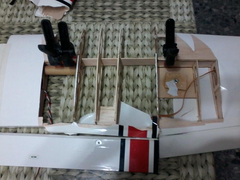 Cessna 182 tamaño 120 Phoenix Models reparación del ala derecha y tren de aterrizaje  610