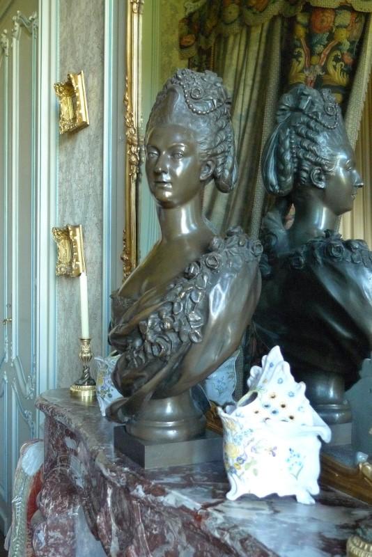 Buste de Mme Adélaïde, de Mme Clotilde, ou d'une inconnue (mais non pas de Marie-Antoinette) par Vavasseur ?  A11