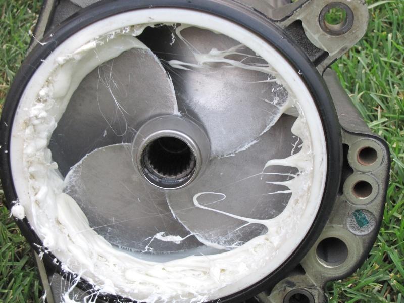 Morceau de plastique pris dans la turbine Img_5410