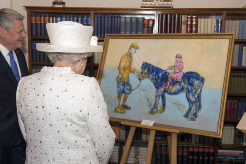 La reine Elizabeth II - Page 4 Le-tab10