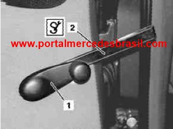 (DIY - W168): Como retirar a manivela de acionamento do vidro traseiro Md_man10