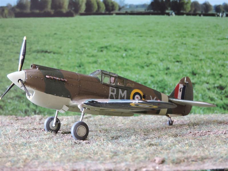 Curtiss Tomahawk Mk.IIB 1/72 de chez Airfix Avec son socle FINI!!!!!!! - Page 2 Curtis11