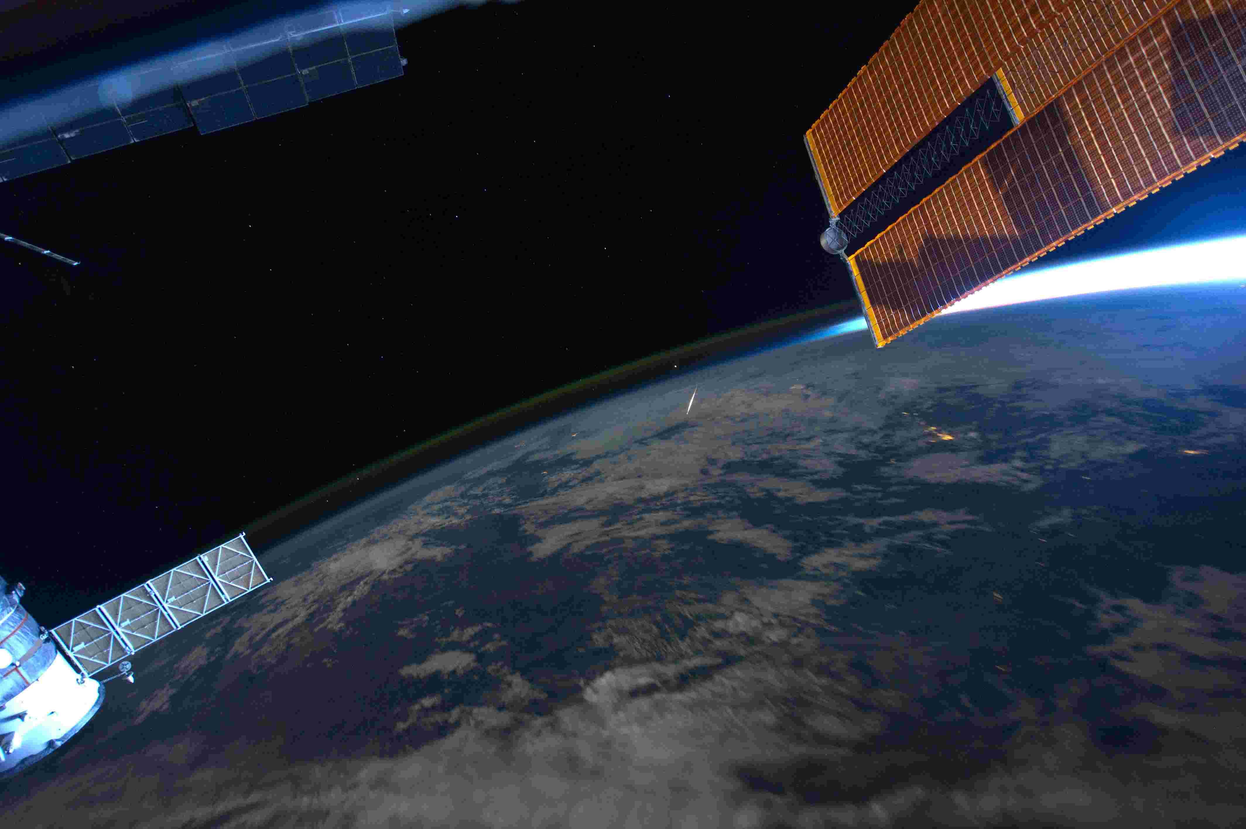 Météore depuis l'ISS 18526410